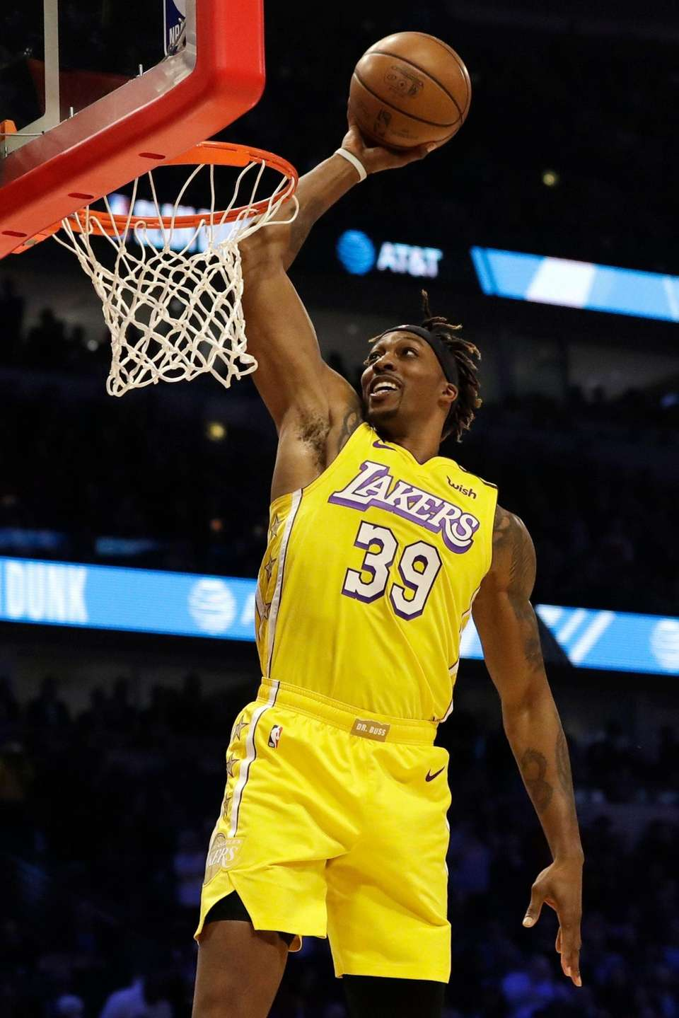 Los Angeles Lakers' Dwight Howard competes in the