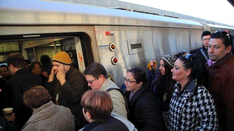 Commuters crowd platforms at the Hicksville LIRR train