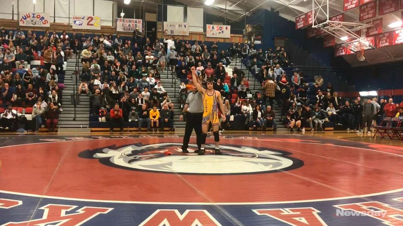 Oyster Bay's Michael Leandrou won by decision 7-1