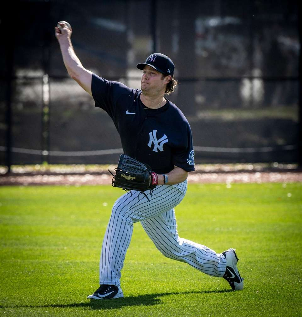 Yankees' pitcher Gerrit Cole warming up his arm