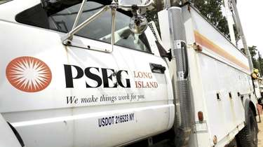 PSEG Long Island crews work to transfer power