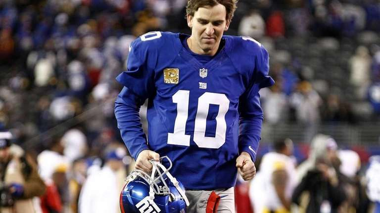 Eli Manning leaves the field after a loss