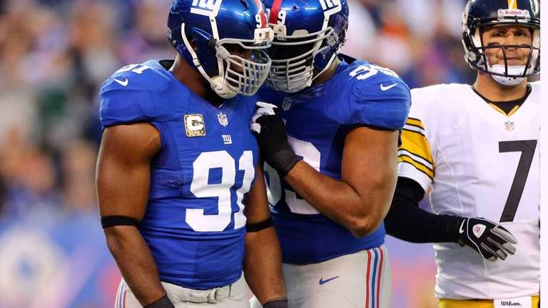 Justin Tuck celebrates his first-quarter sack with teammate