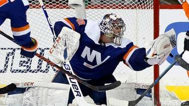 Semyon Varlamov of the Islanders makes a glove