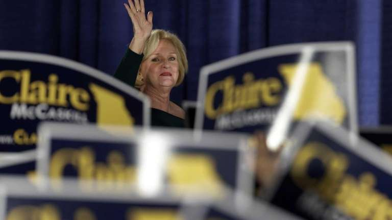 Sen. Claire McCaskill, D-Mo., waves to the crowd