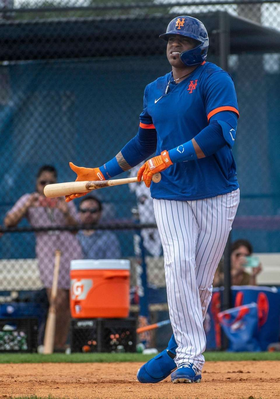 New York Mets outfielder Yoenis Cespedes takes on