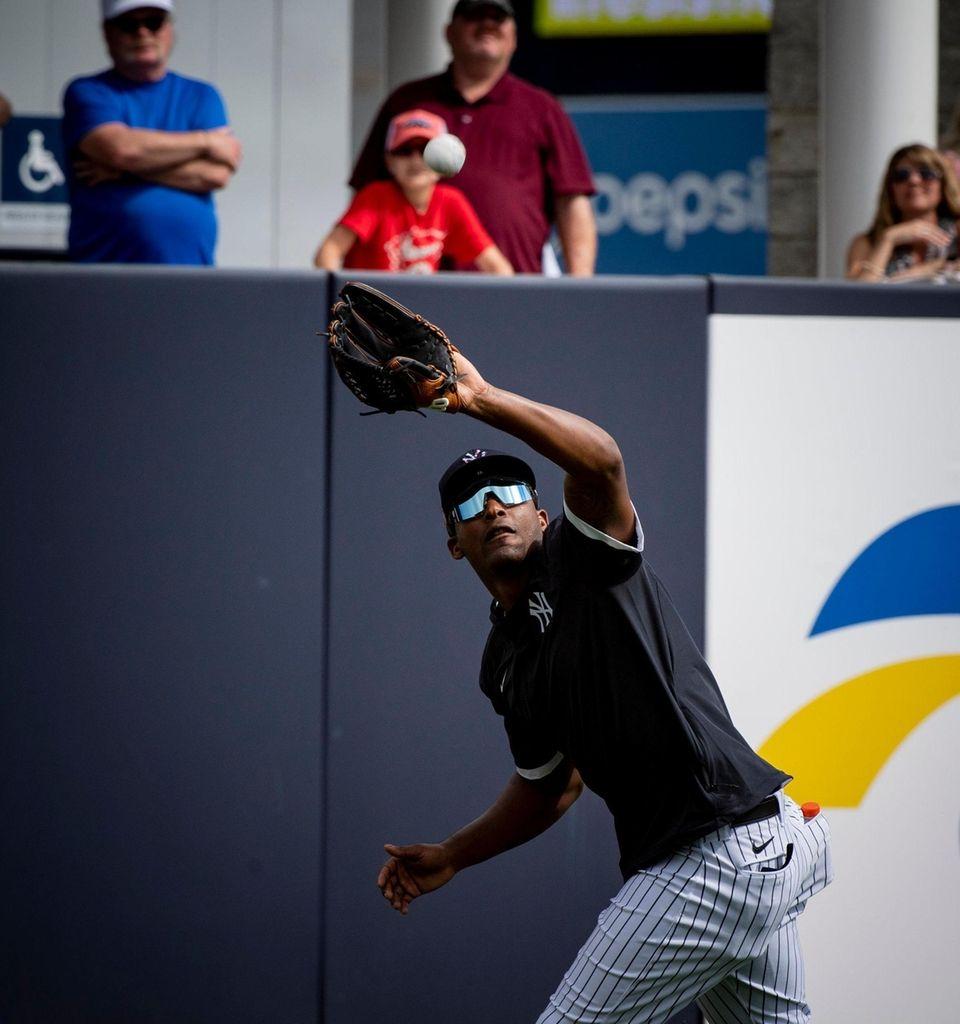 New York Yankees' OF Miguel Andujar making a