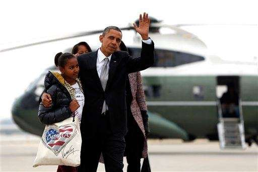 President Barack Obama and his daughter Sasha walk