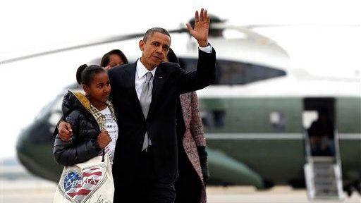 President Barack Obama and his daughter Sasha walk