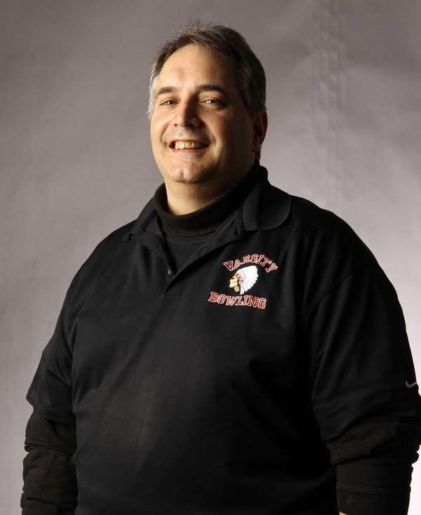 East Islip bowling coach Rick Papandrea died Nov.