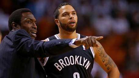 Deron Williams talks with Avery Johnson during a