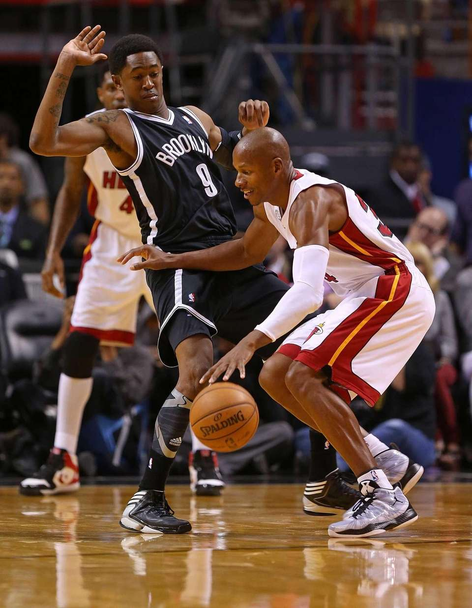 Miami Heat guard Ray Allen drives against MarShon