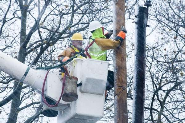 LIPA crews work in the rain and snow