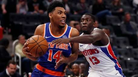 Knicks guard Allonzo Trier (14) looks to pass