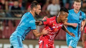 San Carlos player Julio Cruz (R) vies for