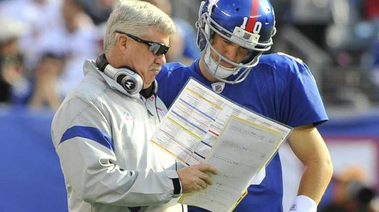 Kevin Gilbride and Eli manning discuss play selection
