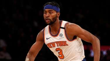 Moe Harkless of the Knicks controls the ball