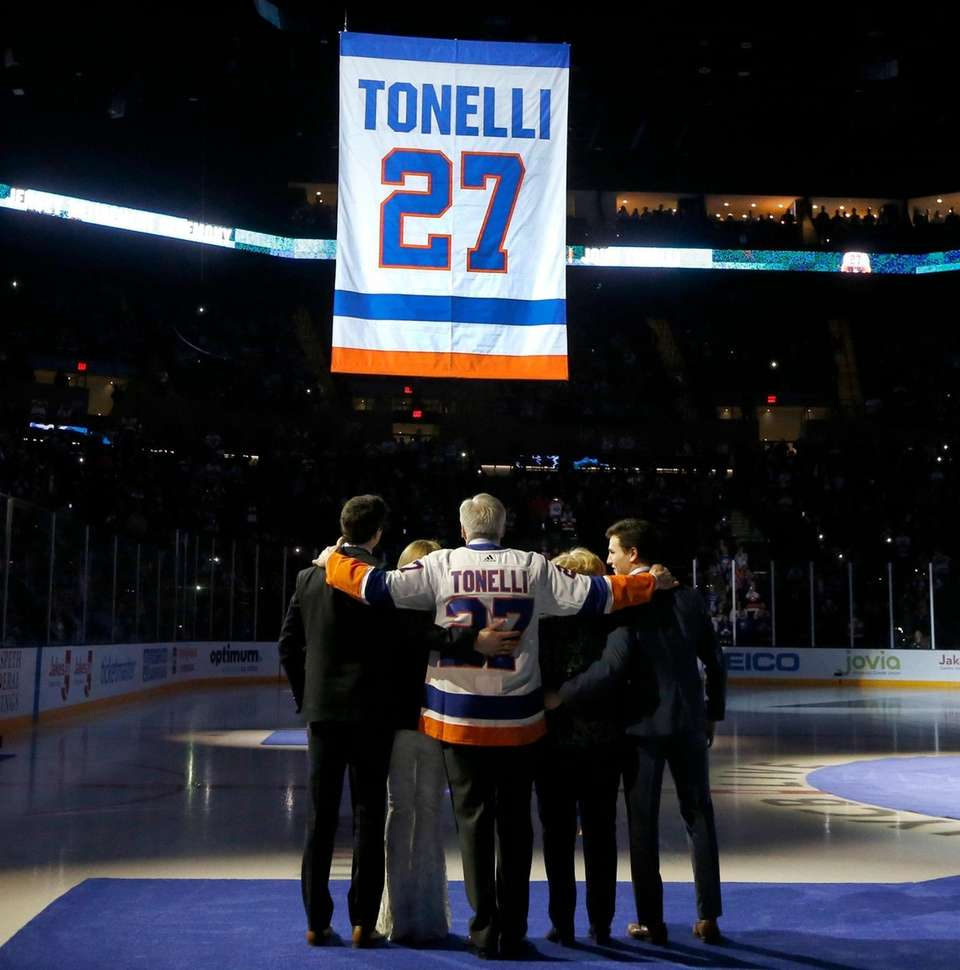 Former New York Islander John Tonelli stands with