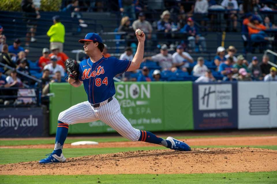 New York Mets' Kevin Smith pitches during today's