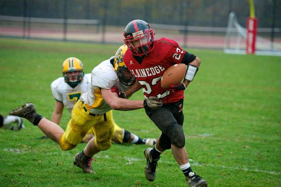 Plainedge running back Gianfranco Soriente breaks through the