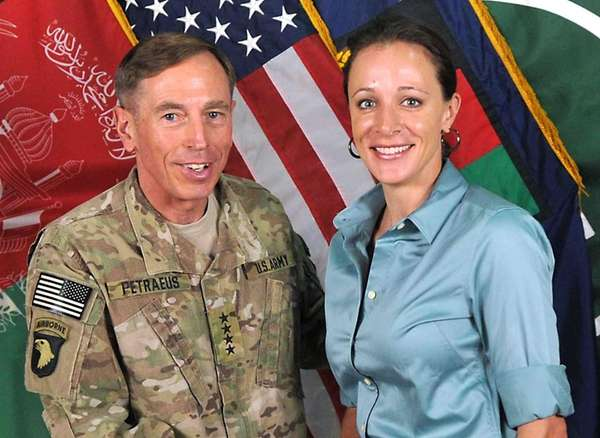 Gen. David Petraeus poses with his biographer Paula