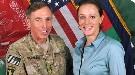 Gen. David Petraeus poses with his biographer Paula