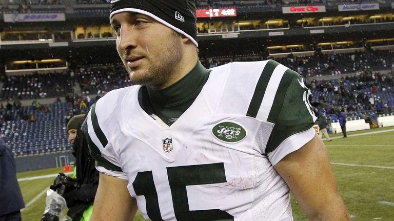 New York Jets quarterback Tim Tebow heads off