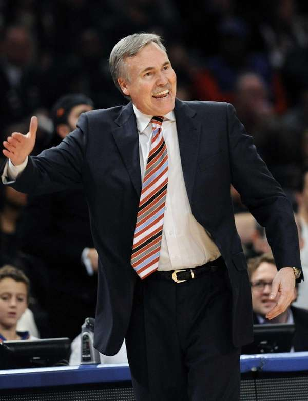 Mike D'Antoni reacts during the third quarter of
