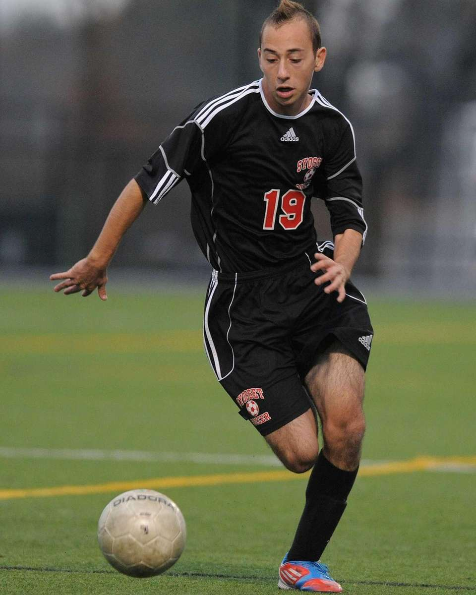 Syosset's Shane Mandel races downfield in the second