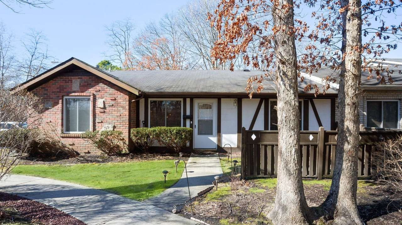 Medford ranch on the market for $249,999