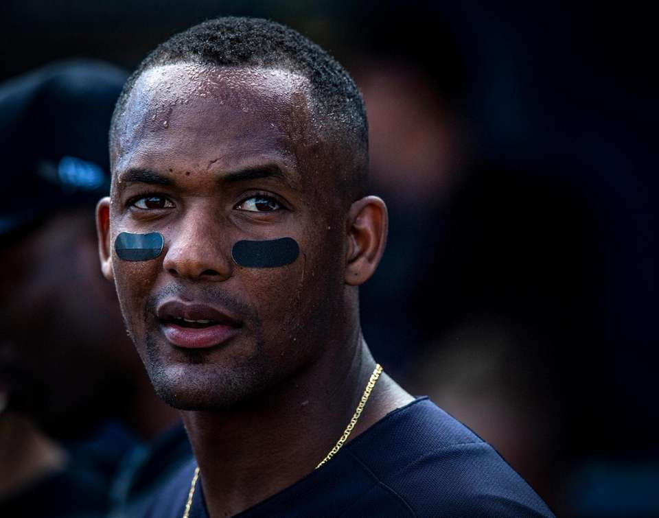 Yankees' Miguel Andujar will see a hand specialist