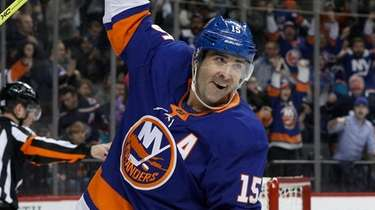 Cal Clutterbuck of the Islanders celebrates his first-period