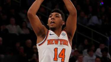 Allonzo Trier of the Knicks puts up a