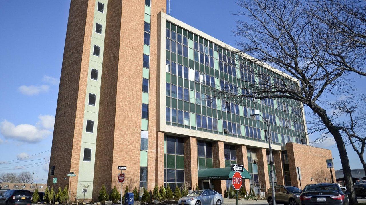 LB City Council votes to hire interim city manager