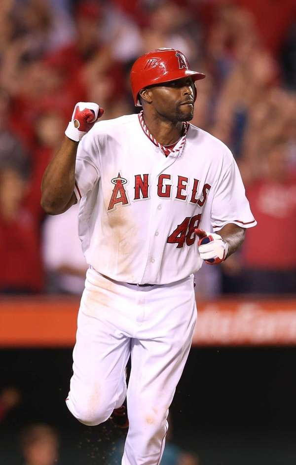 Then-Angels outfielder Torii Hunter celebrates as he runs