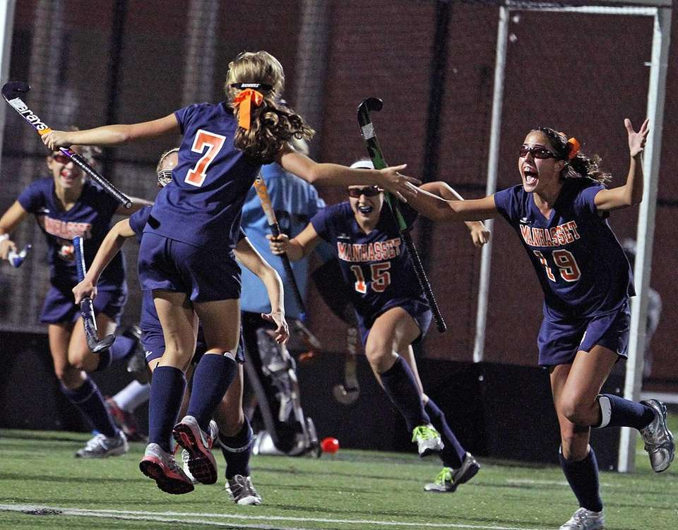 Manhasset teammates react to Abigail Kucharczyk game-winning goal.