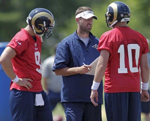 St. Louis Rams offensive coordinator Brian Schottenheimer, center,