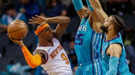 Knicks guard RJ Barrett, left, tries to pass