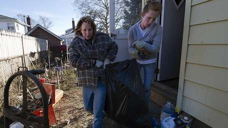 Carrie Stancil, 30, and her sister Kelli Hoffmann,
