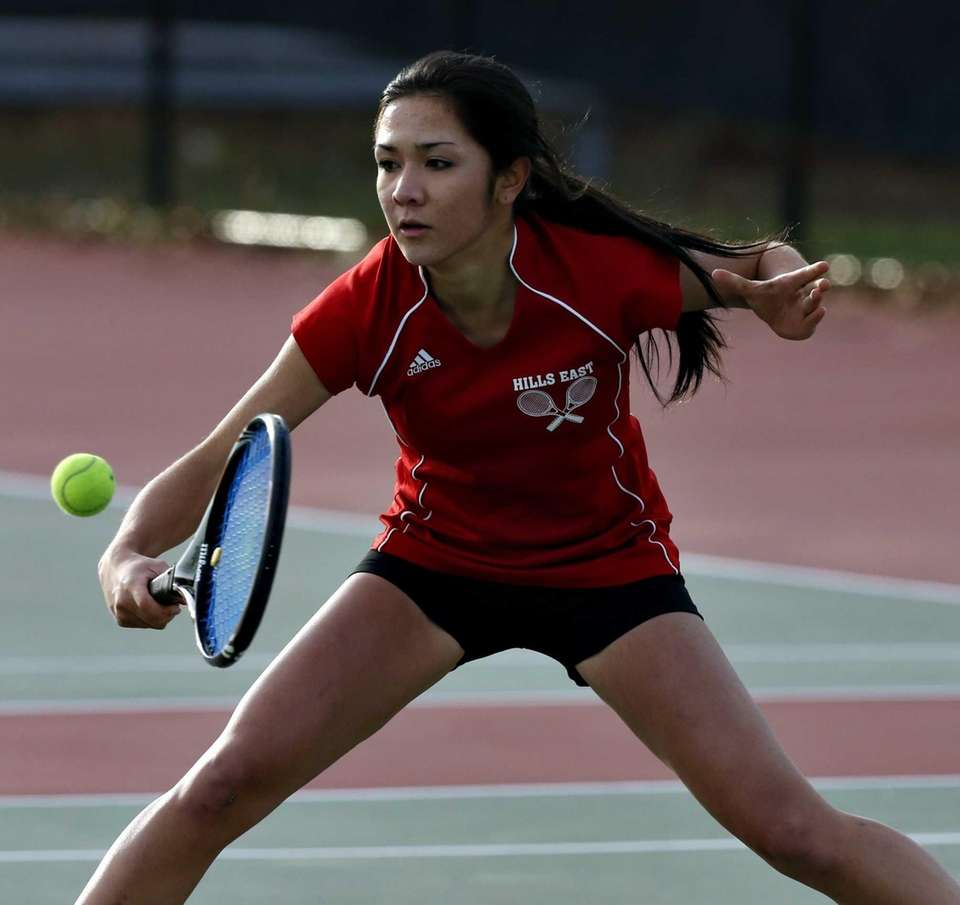 Half Hollow Hills East second singles player Allison