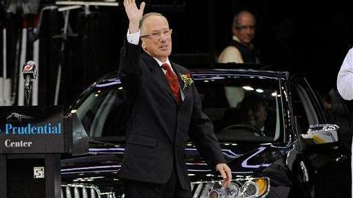 Sports commentator Doc Emrick waves to fans as