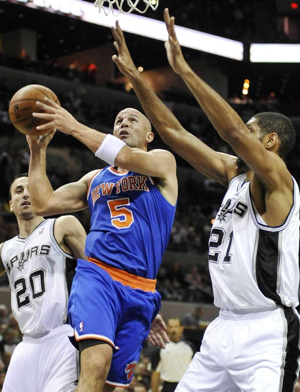 Jason Kidd shoots over San Antonio Spurs forward