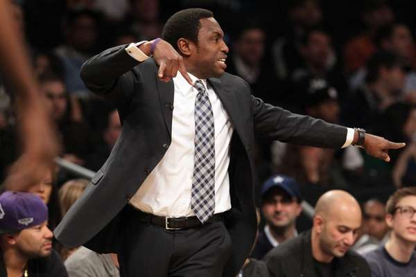 Avery Johnson instructs his team during a game