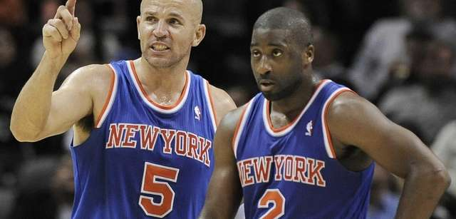Jason Kidd, left, talks to teammate Raymond Felton