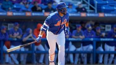 The Mets' Robinson Cano lies out during the