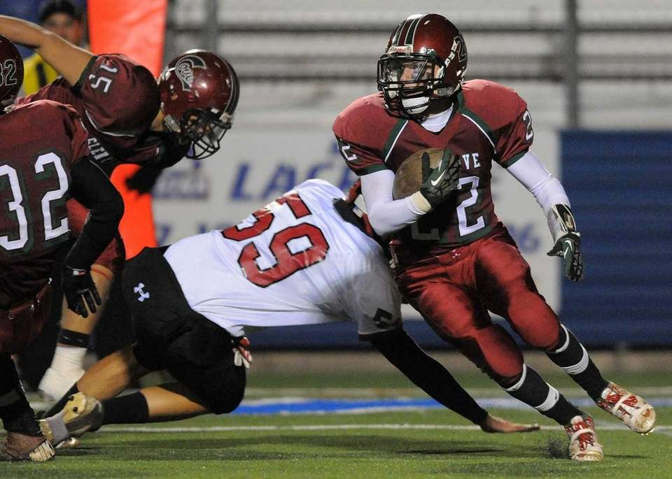 Plainedge's Billy Neice evades a tackle while returning