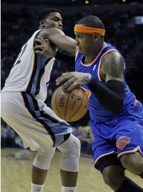 Carmelo Anthony, right, pushes off the Memphis Grizzlies'