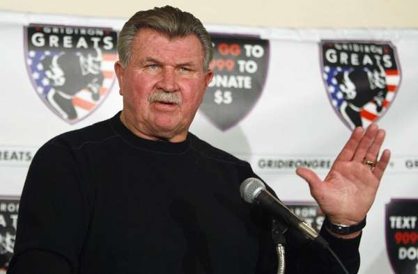 Former Chicago Bears coach Mike Ditka speaks at