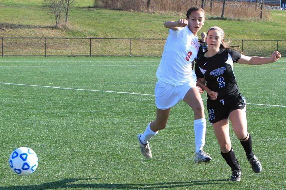 Friends Academy's Heather Maierle runs towards the ball.