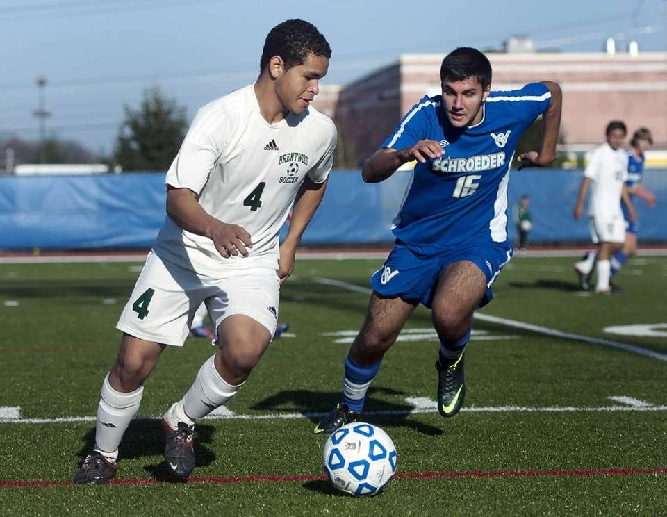 Brentwood's Daniel Aguilar, left, turns the ball up